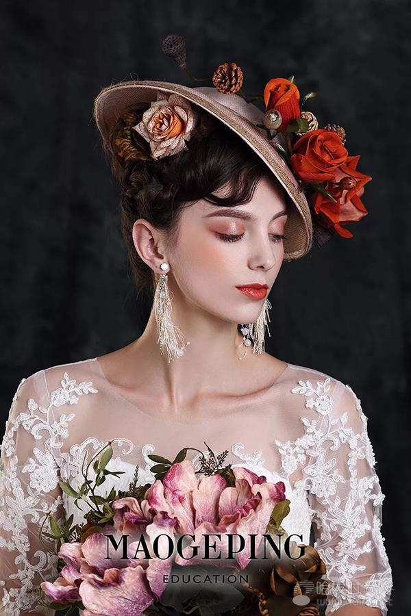 欧式复古造型呈现了新娘的高贵和优雅.