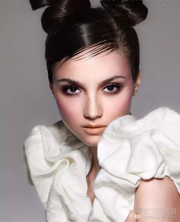 化妆造型:傅艳柔 班级:形象设计时尚平面创意班 作品构思:作品是围绕