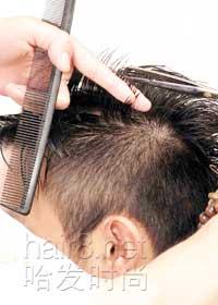 """发型 男士/9:将流海剩余头发进行""""V""""形定位修剪。"""